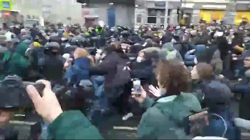 Mediavenir FLASH Les manifestations en soutien Alexe Navalny ont dgnr en violents affrontements avec les forces de lordre