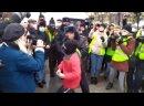 Andre VAITOVICH UN ENFANT se fait embarquer par des policiers Moscou Affligeant navalnyprotests