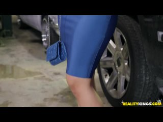 Lena Paul заплатила своей пиздой на починку дорогой машины. - Смотреть порно, секс видео. [Большие Сиськи, Минет, Оргазм]