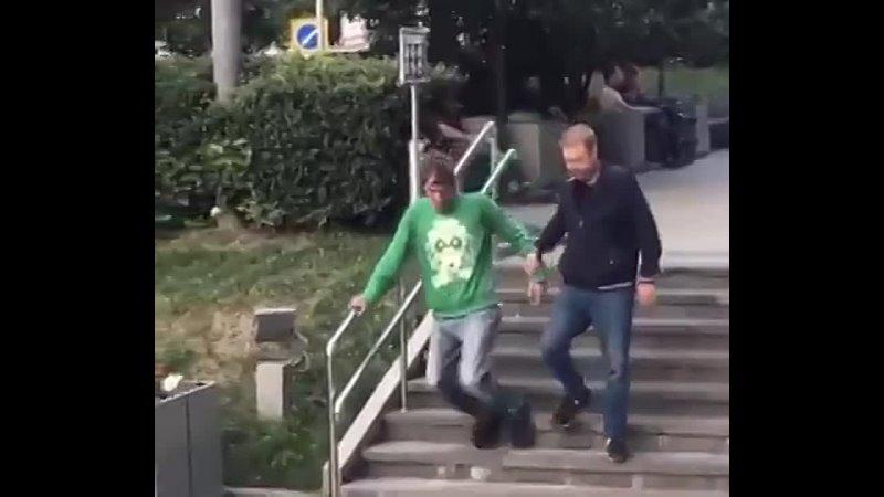 Взрывная волна от скейтера