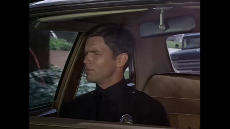Adam12 S02E04 (Pig is a Three Letter Word)