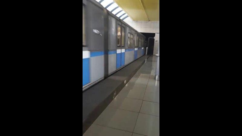 Прибытие состава Русич на станцию метро Аметьево Казань