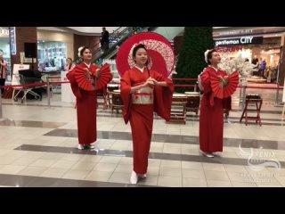 Заказать японский танец на праздник и корпоратив в Москве - японский танец с веерами Ха Но Аки