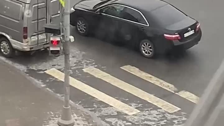 Черная Toyota Камри сбила девочку на перекрестке Измайловского и Фонтанки Фонтанка 122. Водитель де...