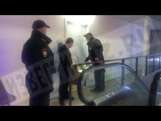 Тела двух человек обнаружили в туалете ТЦ в центре Москвы
