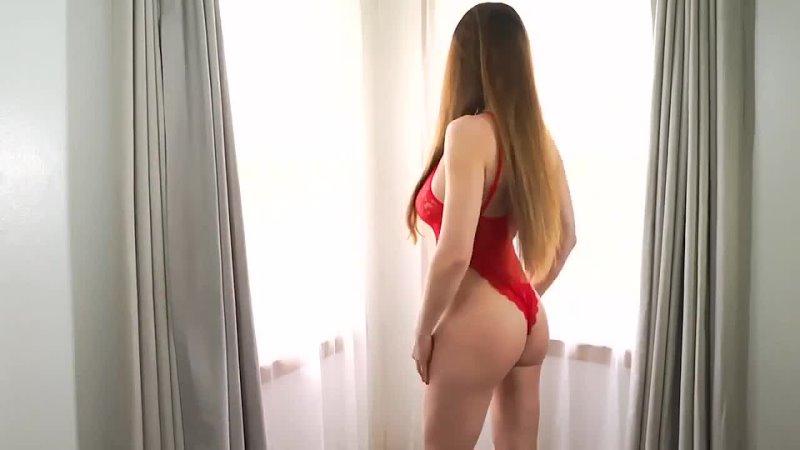 Сексуальные девушки позируют на камеру (сочные попки девушек)