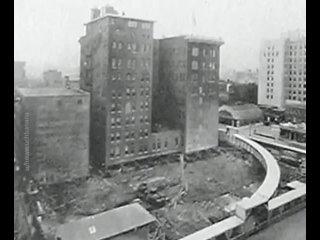 """А вот так в 1930 году был повернул дом """"Indiana Bell"""" на 90 градусов. Все ради того, чтобы окна выходили на солнечную сторону."""