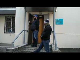 Из штаба Навального в Нижнем Новгороде неизвестные выносят коробки