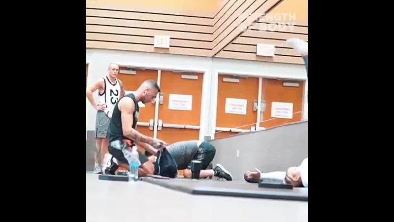 Странные тренировки в тренажерном зале Пранк cnhfyyst nhtybhjdrb d nhtyf thyjv pfkt ghfyr
