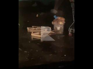 Около магазина «Магнит» на Гоголя пожилые люди откапывают продукты в контейнерах. Видео: inst @ zakon62_ #rzn_life #rznlifer