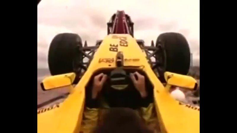 Болид Формулы 1 на американских горках автоспорт карусели аттракцион цирк гонки экстрим невероятно