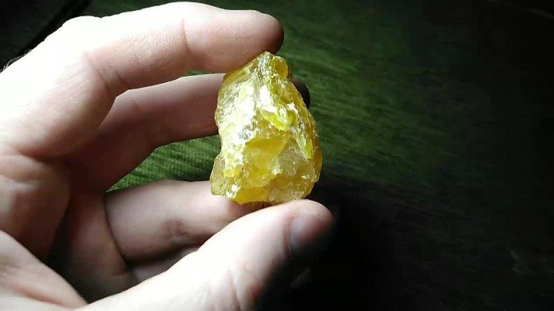 Довольно крупный кристалл серы с поперечной насечкой в продаже 300р