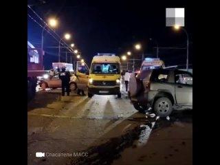 Видео, как после лобового ДТП на Энергетиков доставали водителя «Тойоты»