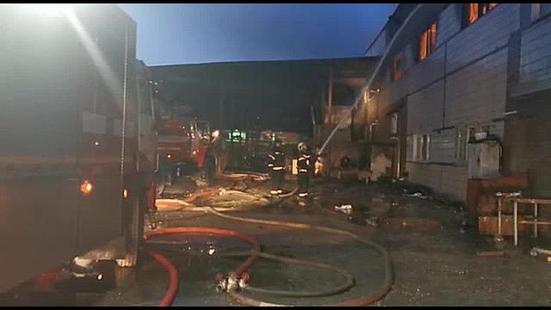 Сегодня ранним утром горел мебельный склад в подмосковной Электростали
