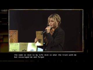 Джолин Куджо плачет от радости и благодарит всех и вся.