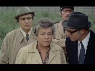 Трудный день королевы (Rude journée pour la reine, 1973), режиссер Рене Аллио. Без перевода.