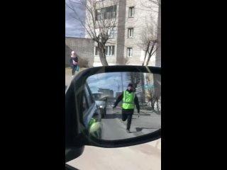 Водитель поиграл в салочки с сотрудником ГАИ.