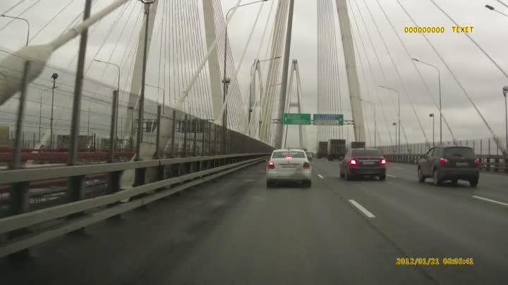 Сегодня около 16:45 на Вантовом мосту Яндекс.Го не учел снижение скорости потока и совершил кульбит...