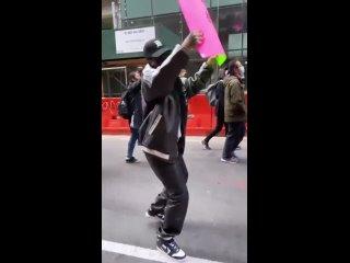 : Рианна на протесте в Нью-Йорке