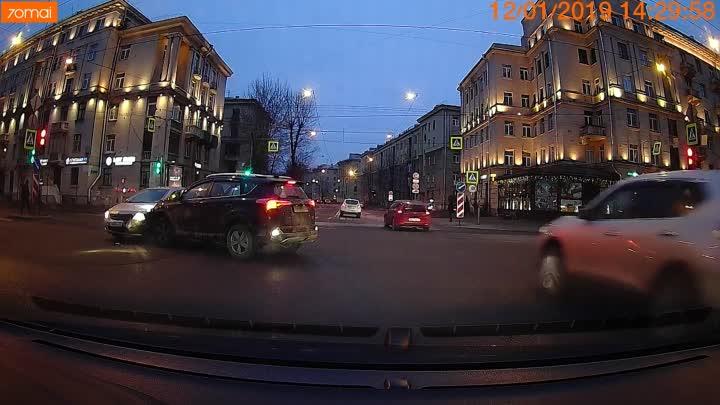 На ровном месте.... Рав4 повернул налево с улицы Зайцева на проспект Стачек и не уступил встречно...