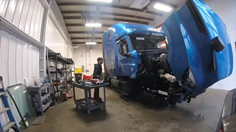 Salvage Freightliner Cascadia Rebuild Totalled Cop.mp4