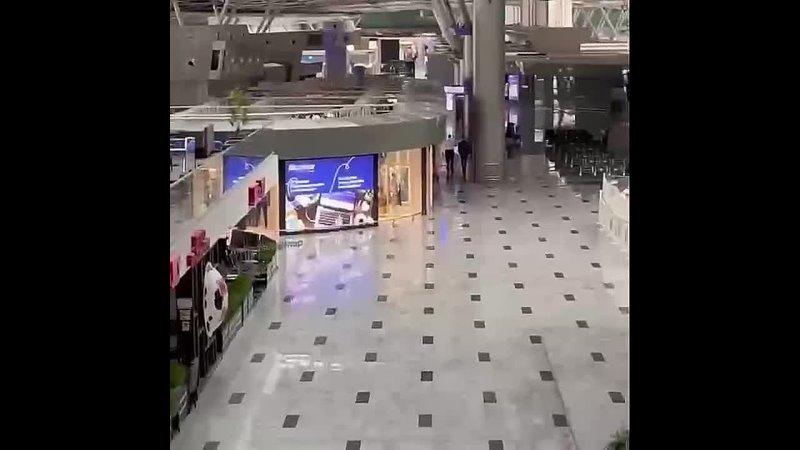 А так выглядит международная часть аэропорта Внуково после того как закрыли полеты в Турцию Почти национальная трагедия