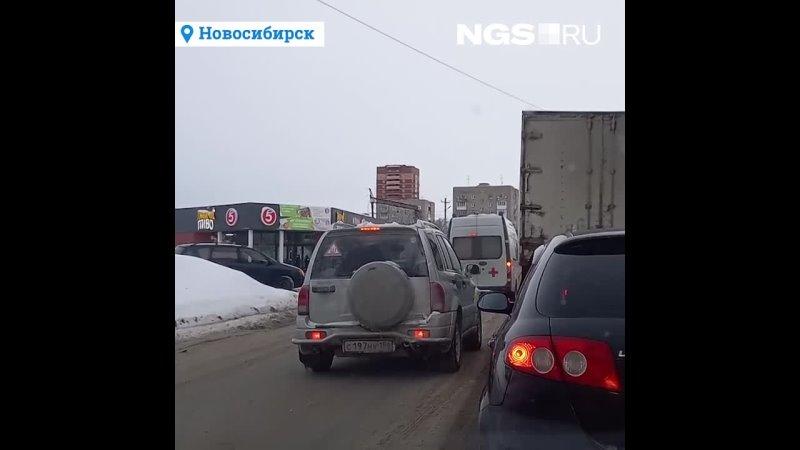 Несчастный левый берег Как у водителей сдают нервы и они едут по встречке на ж д переездах