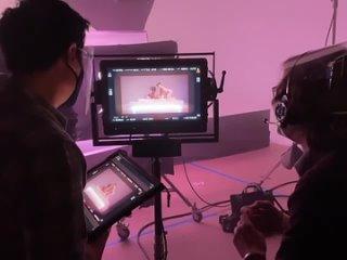 За кадром съёмок видеоклипа на «Kiss Me More»