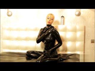 Latex Veronica dressing latex condom catsuit