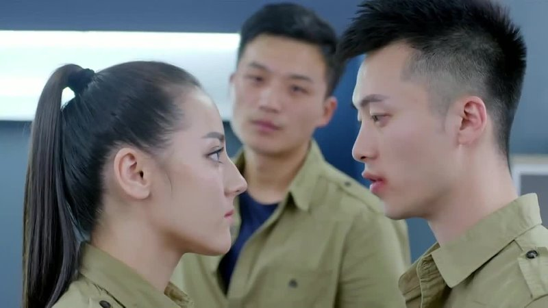 Красивый китайский бой девушки с парнем Курсанты