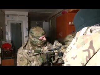 Бородатые исламисты хотели взорвать школу в крымском Симферополе.Сотрудники ФСБ вычислили и задержали террористов.