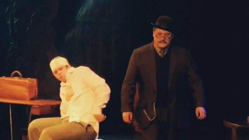 Актёр Сергей Малышев в роли доктора Макшерри. Спектакль Калека с острова Инишмаан 2021.