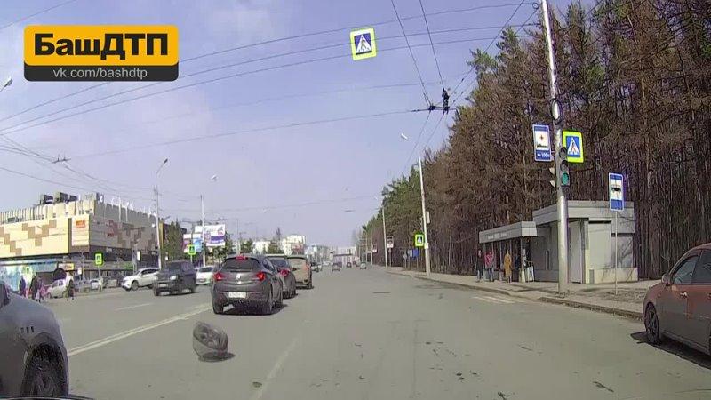 У автомобиля автоледи отлетело колесо в Уфе
