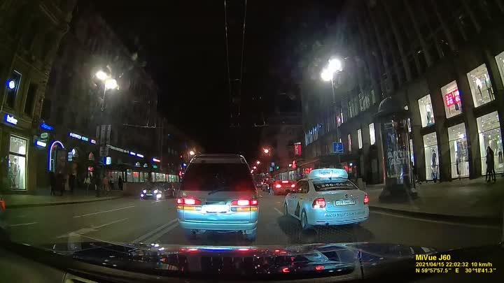 На Каменноостровском проспекте в 22:00 поворачивающая направо машина не заметила велосипедиста. Вним...