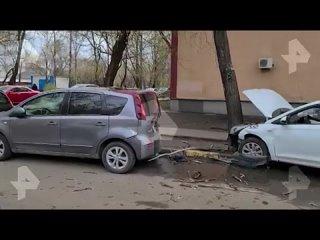 В Москве пьяный таксист протаранил несколько машин и сбежал
