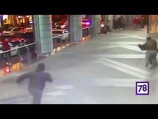 В пятницу вечером мигранты устроили массовую драку со стрельбой у торгового центра на улице Ефимова