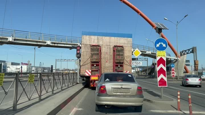 Что-то у вас тут знаки ровно висят... Поправим. Таллинское шоссе, разворот (поворот на Ленту)