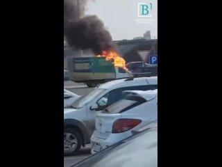 горит авто в Буграх