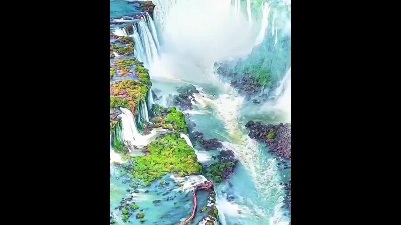 Захватывающие водопады Игуасу на границе Бразилии и Аргентины 🇧🇷😍 Хотели бы увидет вживую 😍❤️🔥