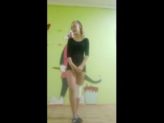 Красивая девочка танцорка
