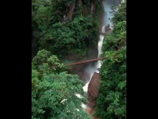 В Эквадоре есть один очень уютный городок под названием Баньос, у подножия вулкана ТунгурауаЭто тихое спокойное местечко со ст