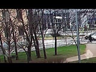 Автомобиль сбил детей на переходе в Петербурге
