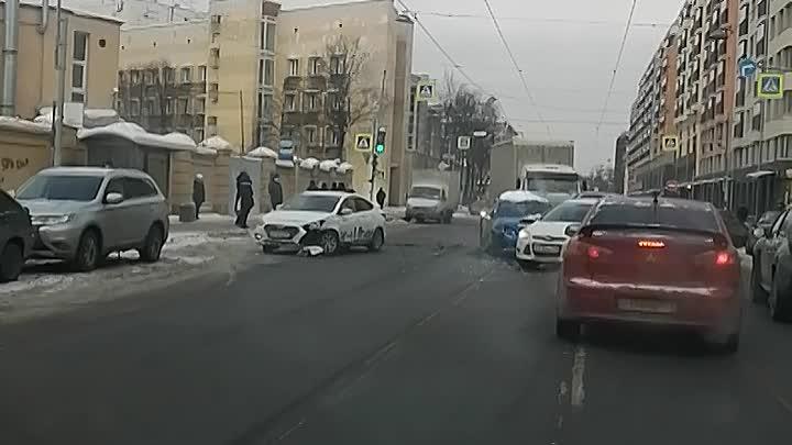 Косая линия Васильевского острова, Subaru забадало таксиста.