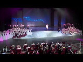 Хабиб , Ягода-Малинка и мы на ступеньках отдыхаем ))) Концертный зал Россия