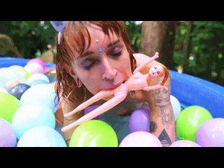 Сладкие Лесбиянки Ласкают Друг Друга | Лесбийское Порно | Лесби Порнушка Lesbian Heaven | Лесбиянки 18+ Pool party 💦