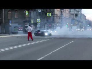 «Форсаж» по-петербургски: уличный гонщик, устроил опасные заезды.