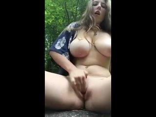[Onlyfans Golden Collection] сисястая дрочит в лесу