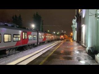 """Видео: на вокзал Выборга утром прибыл """"Поезд Победы"""""""