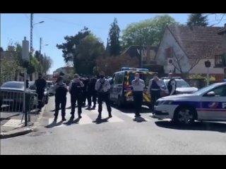 """Бешенный уроженец Туниса с воплем """"Аллах Акбар"""" перерезал горло 49-летней женщине-полицейскому во французском Рамбуйе. Экстрем"""