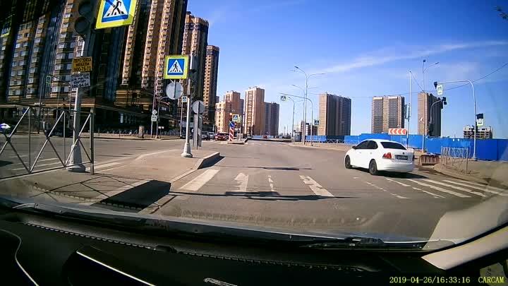 Примерно в 15.00 на Парнасе, водитель Поло изобразил как он умеет и как он относится к окружающим!! ...